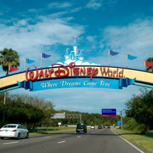 Walt Disney World Resort entrance Jrobertiko Denis Adriana Macias Wikimedia Commons