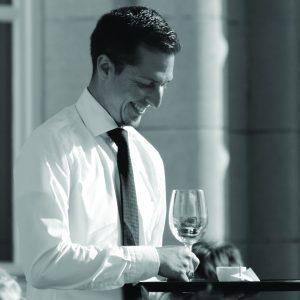 waiter-748231_1280
