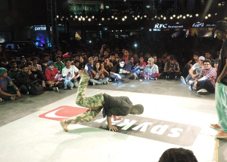 Tap your feet, B-boy on every beat as Spykar presents Freeze 2015