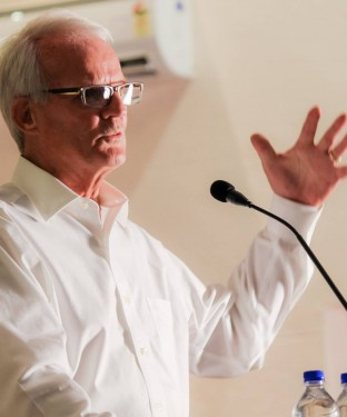 Lecture by Peter C Schultz, the co-inventor of Fiber Optics, at Pragyan,NIT Trichy.