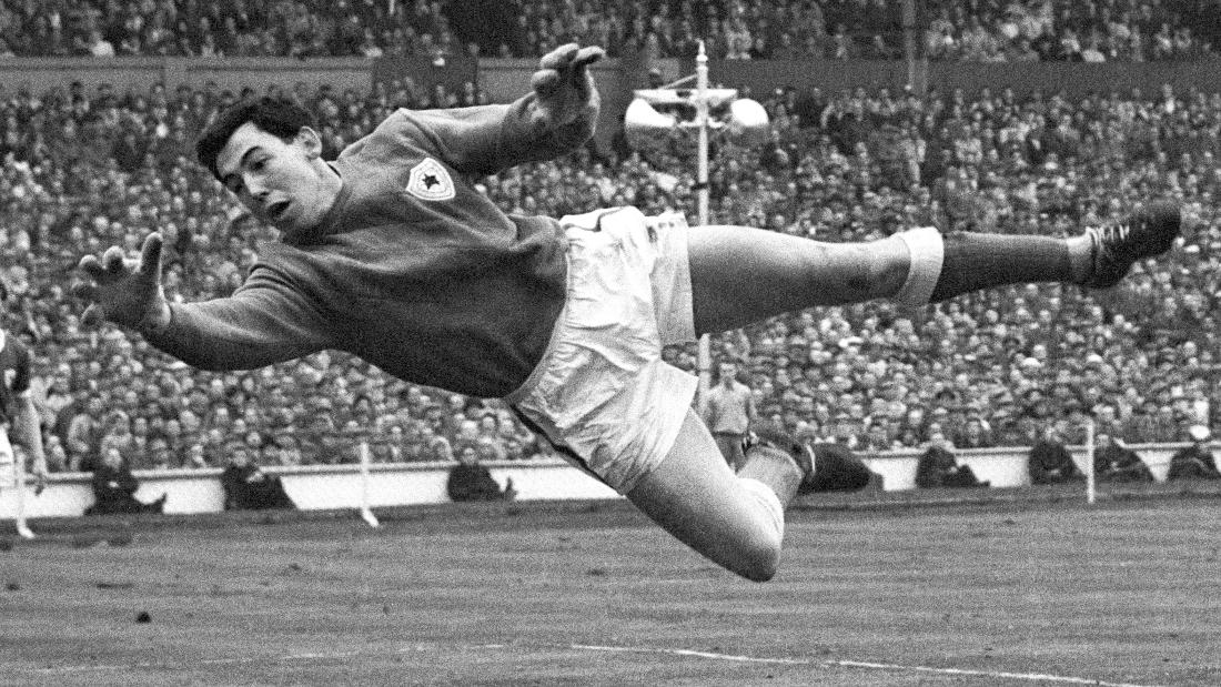 gordon banks-min