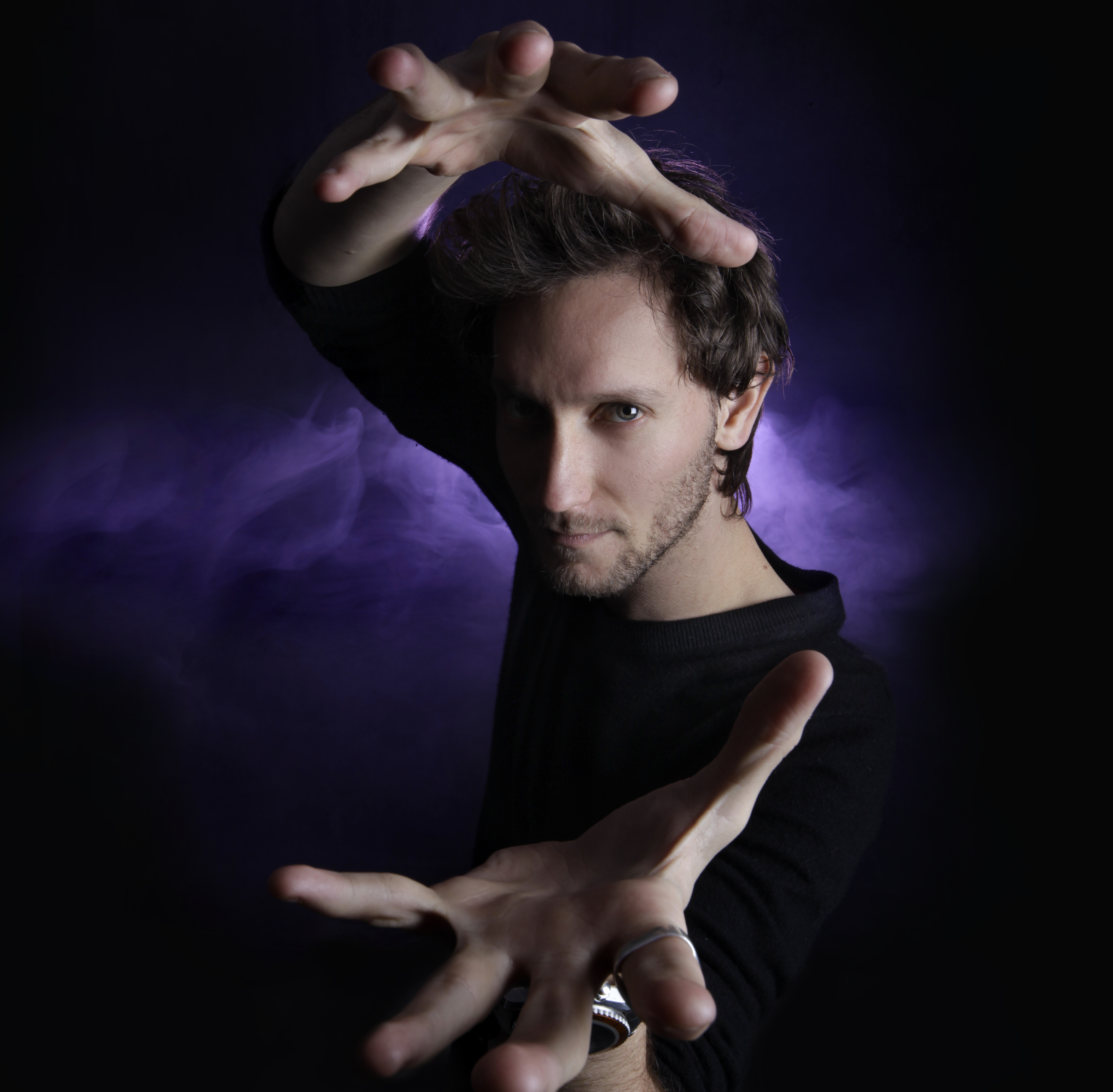 LIOR SUCHARD IS A WORLD RENOWNED SUPERNATURAL ENTERTAINER WHOHAS THE ABILITY TO READ MINDS.