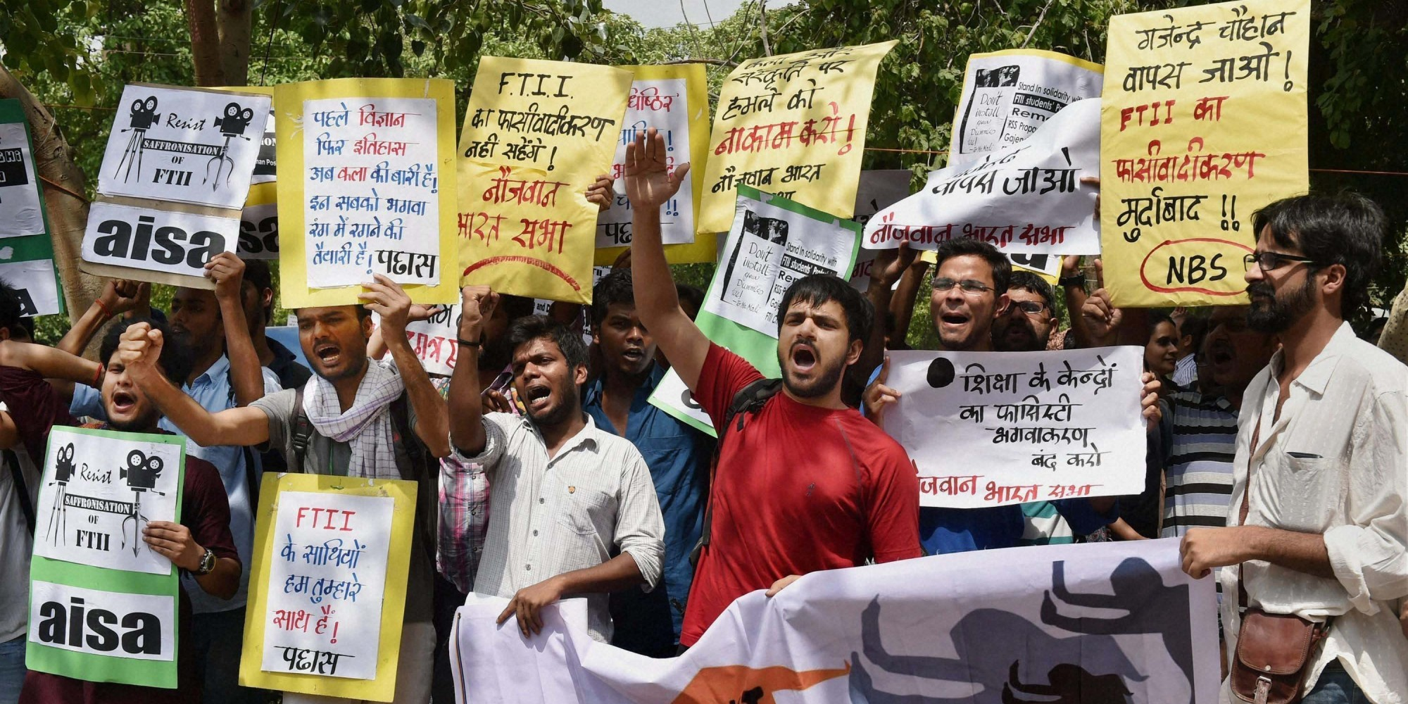 New Delhi: Students protest against the appointment of Gajendra Chauhan as the chairman of the FTII governing council, in New Delhi on Friday. PTI Photo by Atul Yadav  (PTI7_3_2015_000068B)