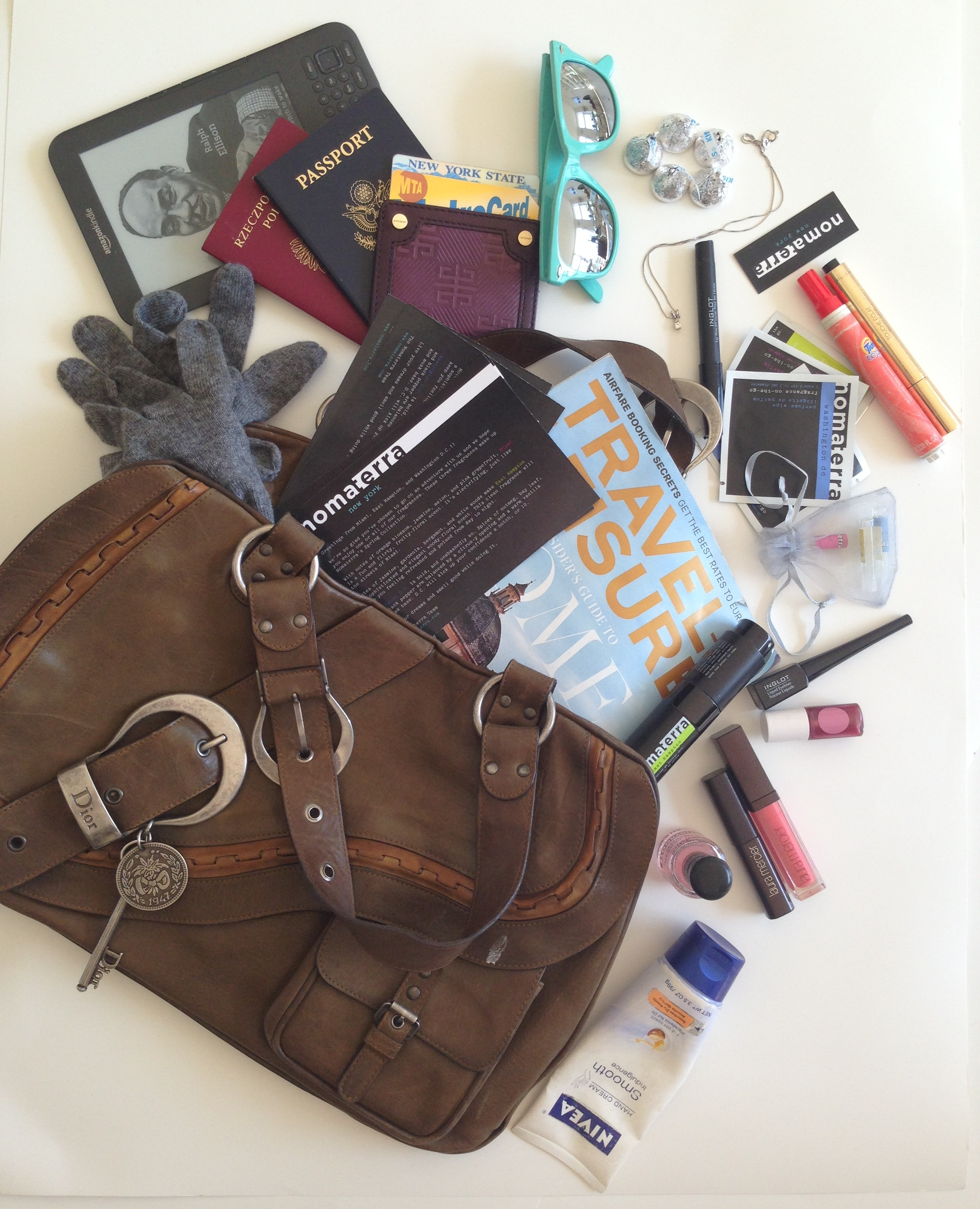 10 things every girl needs to have in her bag