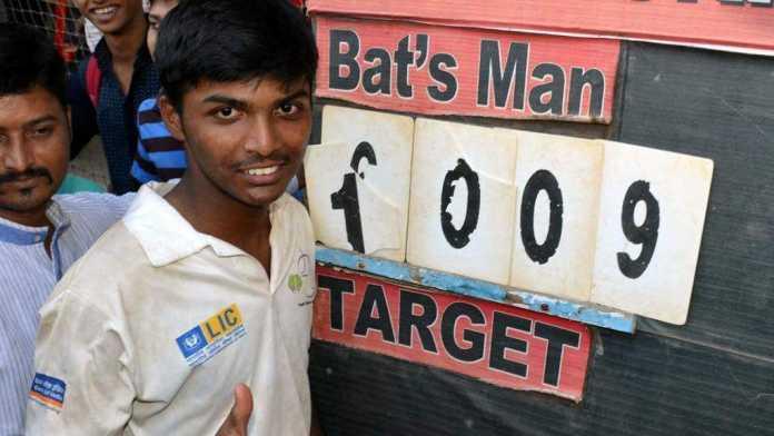 Pranav Dhanawade - 1,009-run scorer returns scholarship granted by MCA