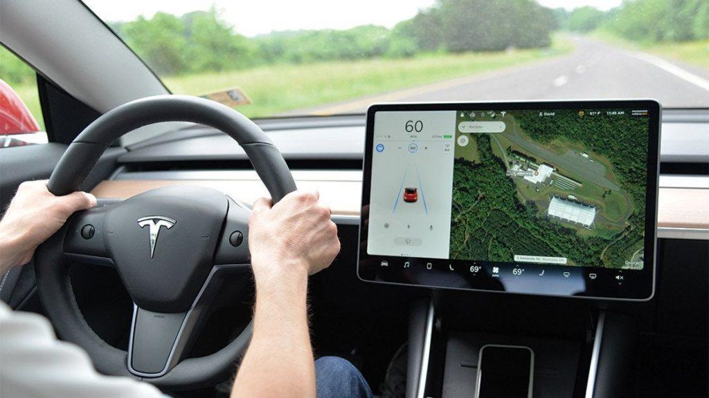 Autopilot inclusive, Tesla,