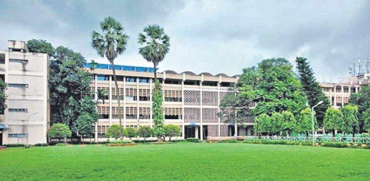 IIT Bombay, institutes