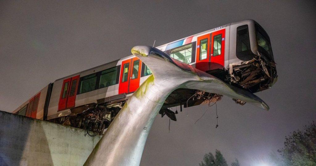 metro train crash, Indian Ocean