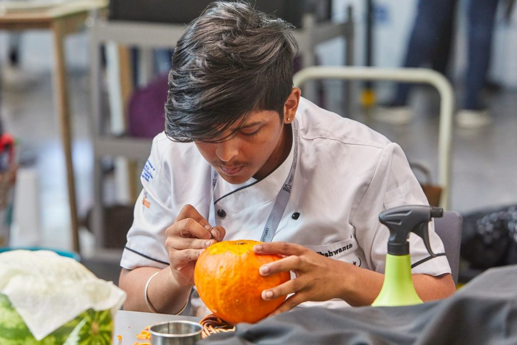 Yeshwanth Kumar Umasankar - Live Carving