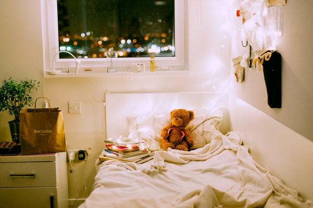 decorating dorm room